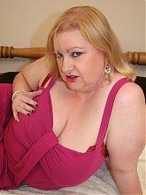 Big titted voluptous mama shakes it hard